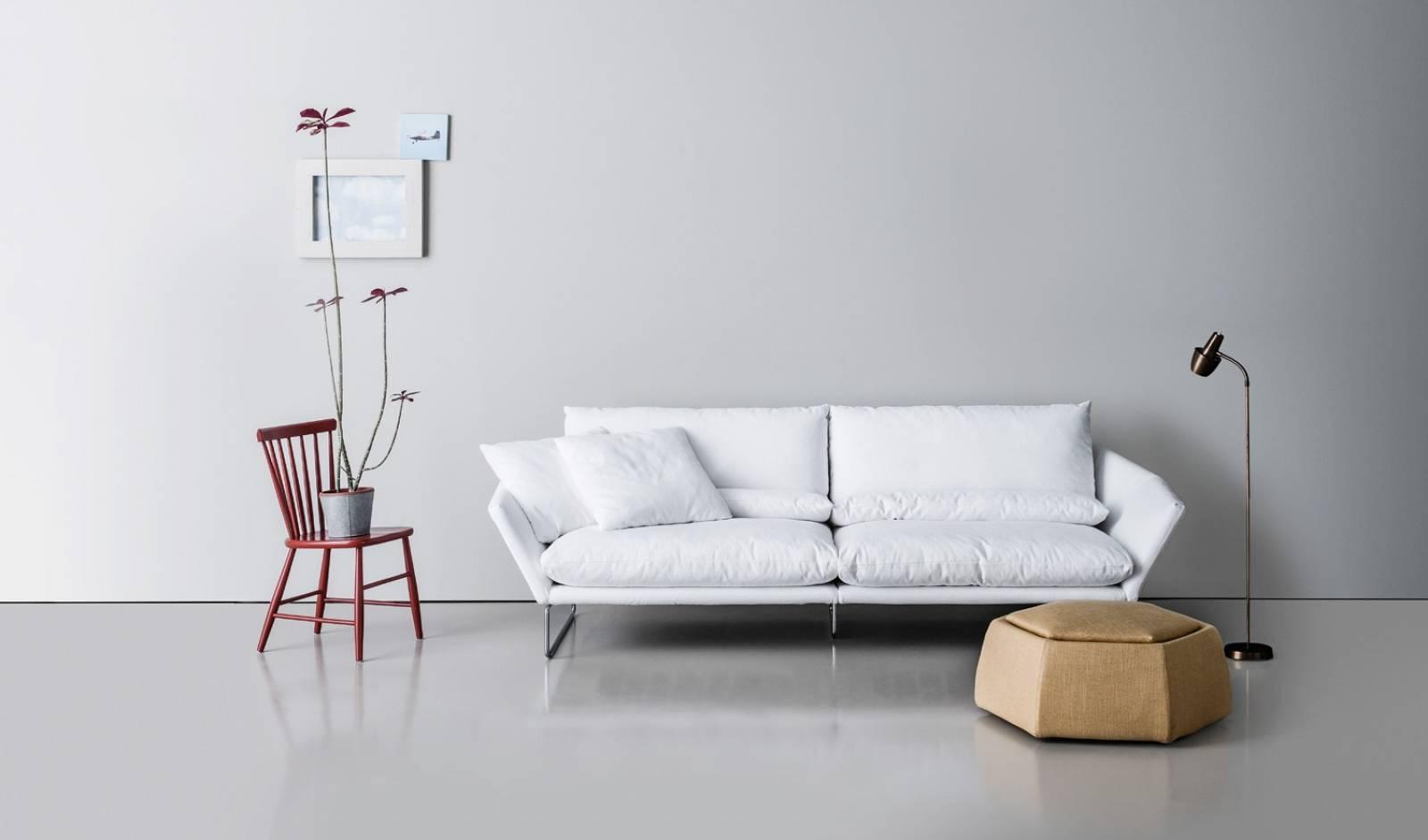 Un salon black and white magasin de meubles design et d coration d 39 int rieur champagne au - Conseils sur la disposition des meubles pour agrandir un salon ...